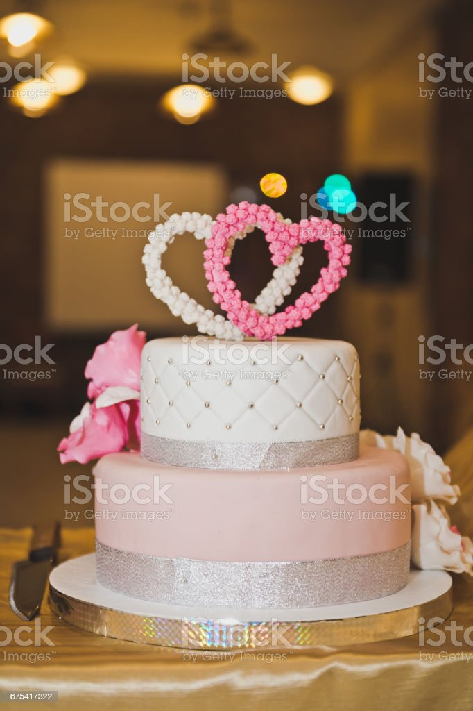 Sweet cake decorated with pink hearts and flowers 6763. photo libre de droits