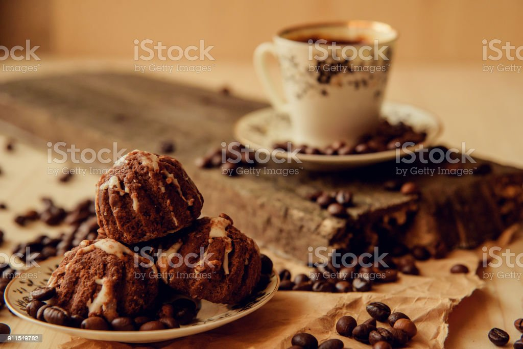 Süße Kuchen Mit Kirschen Und Kaffee Bohnen Auf Grund Der