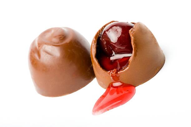 süße schokolade - schokolikör stock-fotos und bilder