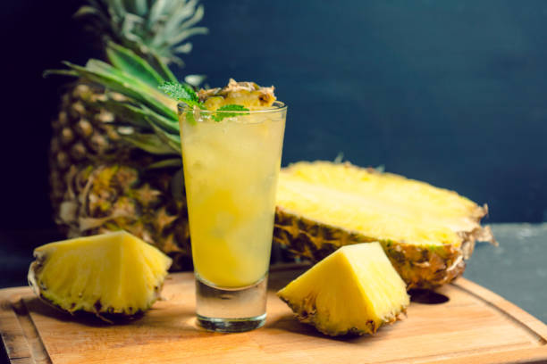 sweet cocktail with pineapple and rum - ananas zdjęcia i obrazy z banku zdjęć