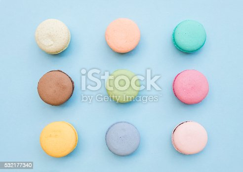 istock Sweet colorful French macaroon biscuits on pastel blue background 532177340