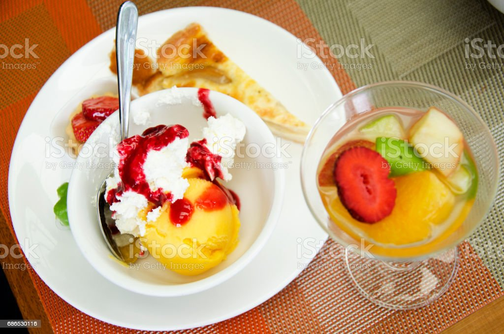 Sweet dessert and ice cream at food buffet foto stock royalty-free