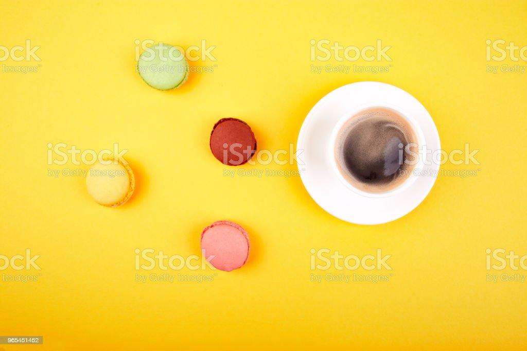 Sweet Dessert Macaron or macaroon with coffee zbiór zdjęć royalty-free