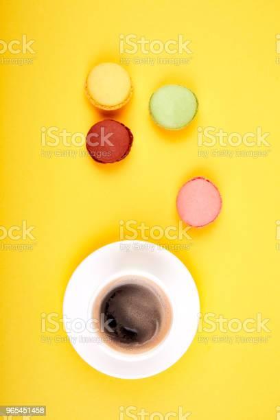 Foto de Macaron De Sobremesa Doce Ou Biscoito Com Café e mais fotos de stock de Acima