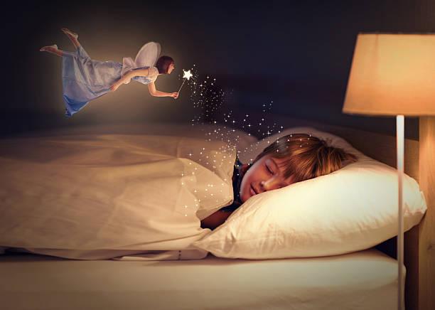 sweet dreams, kleinen einzukleiden! - fee stock-fotos und bilder