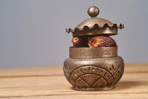 Tatlı Kurutulmuş Tarihleri Meyve Veya Tarihleri Palmiye Meyve Stok Fotoğraflar & Arabesk sanat'nin Daha Fazla Resimleri