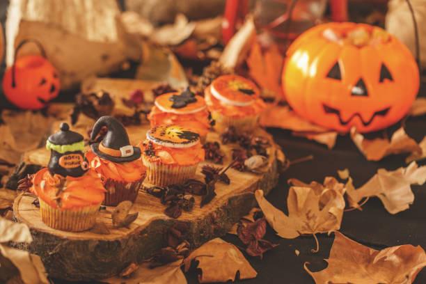 sweet halloween - halloween party lebensmittel stock-fotos und bilder