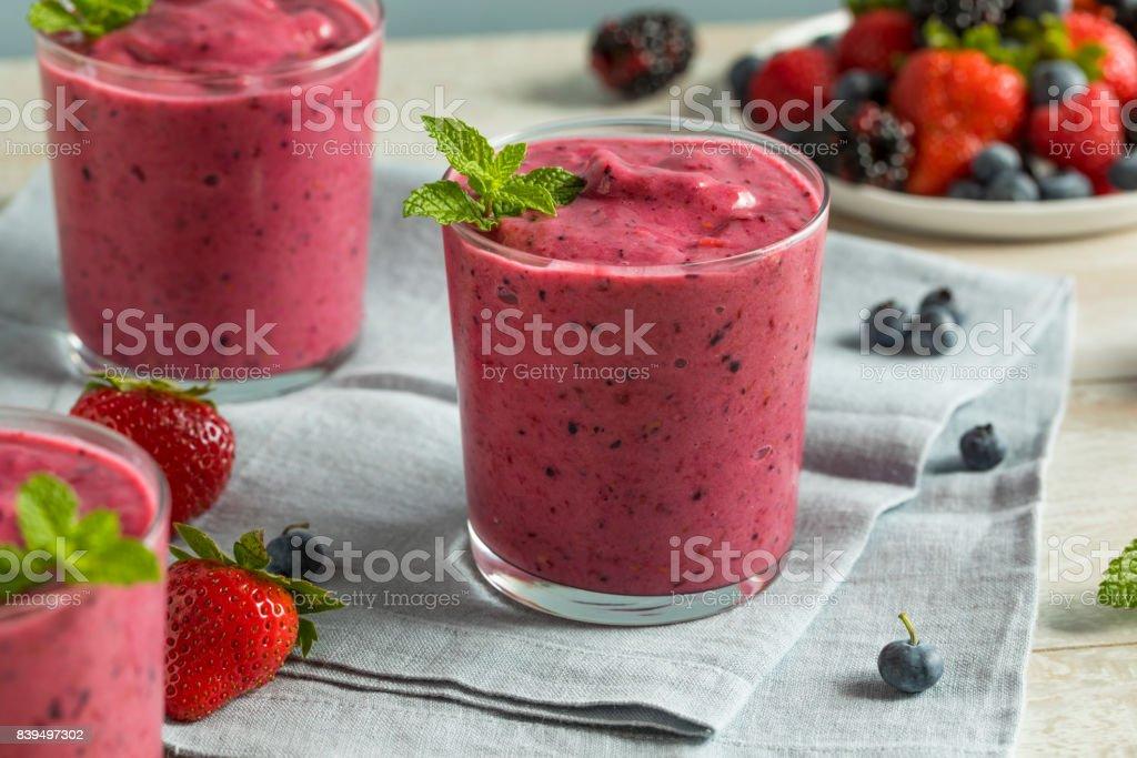 Süße hausgemachte gesunde Beeren-Smoothie - Lizenzfrei Abnehmen Stock-Foto