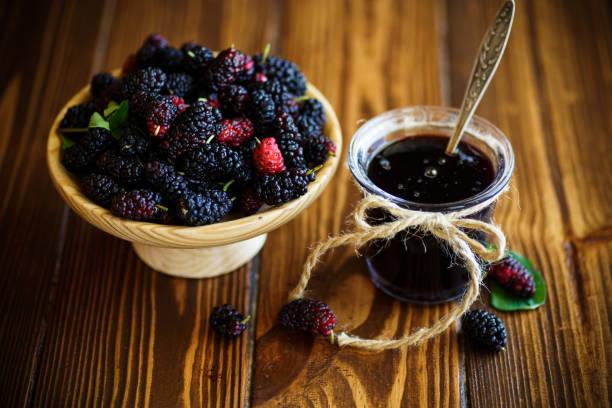 sweet jam of black mulberry - amoreiras imagens e fotografias de stock
