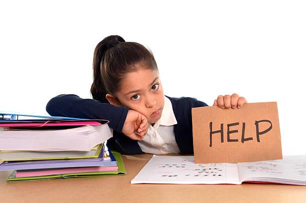 Süßes kleines Mädchen gelangweilt unter stress und müden Gesichtsausdruck – Foto