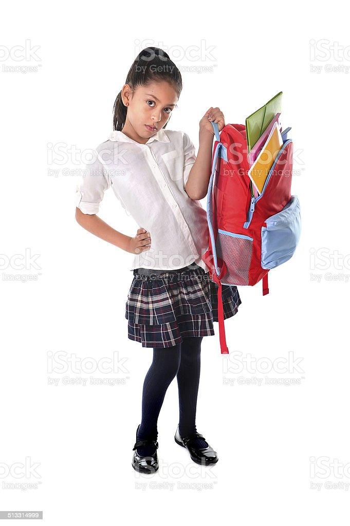 Menina doce Carregando muito pesada mochila ou escola bolsa - foto de acervo