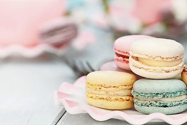 dulce pastel macarons - comida francesa fotografías e imágenes de stock
