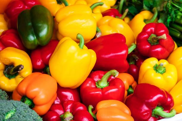 sweet pepper on the street market - papryka słodka zdjęcia i obrazy z banku zdjęć