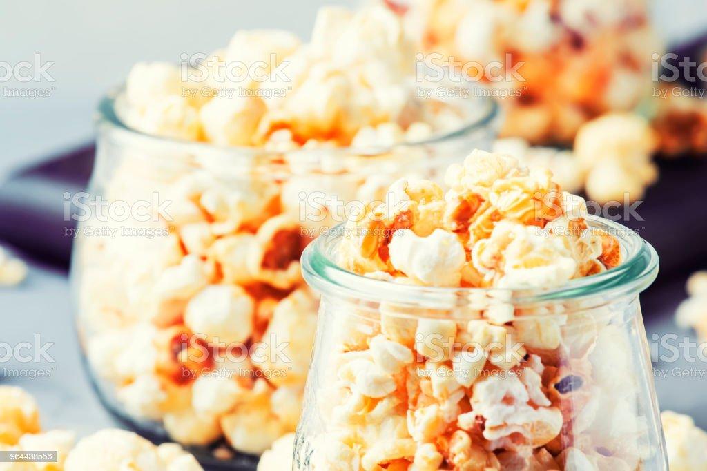 Pipoca doce, junk food - Foto de stock de Alimentação Não-saudável royalty-free