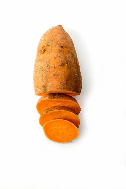 słodki ziemniak odizolowane na białym tle studio - słodki ziemniak zdjęcia i obrazy z banku zdjęć