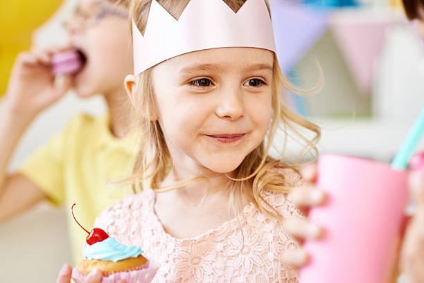 niedliche prinzessin - prinzessinnen torte stock-fotos und bilder