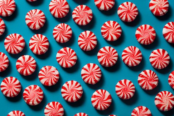 sweet red and white peppermint candy - nane şeker stok fotoğraflar ve resimler