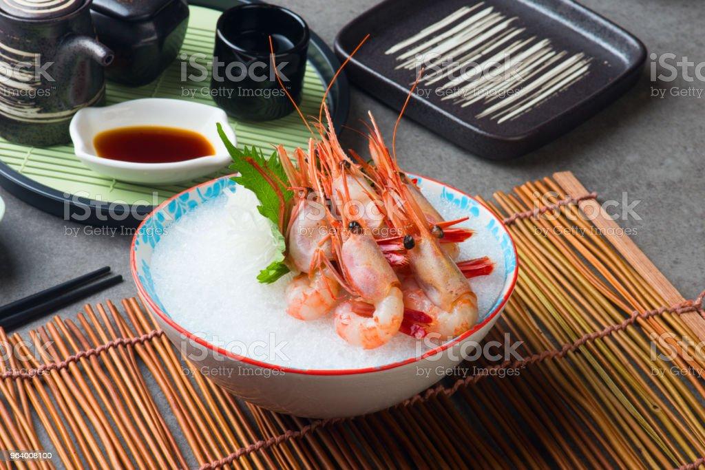 甘海老刺身 (あしらい) 日本 - エビ料理のロイヤリティフリーストックフォト