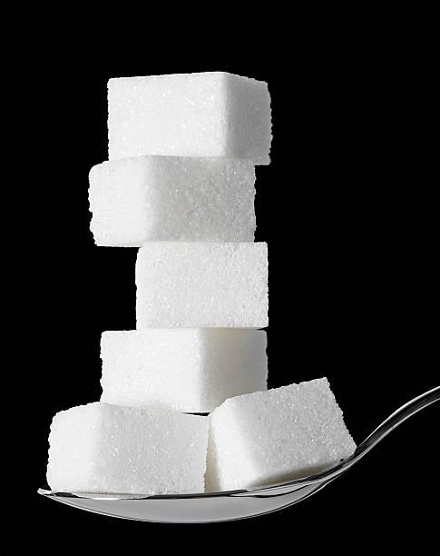 sweet tooth: zu viel zucker - würfelzucker stock-fotos und bilder