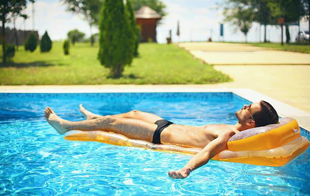 süßer urlaub. - traum pools stock-fotos und bilder