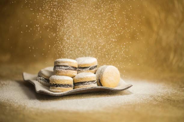 süße vanille cookies pulver mit zucker - hausgemachte zuckerplätzchen stock-fotos und bilder