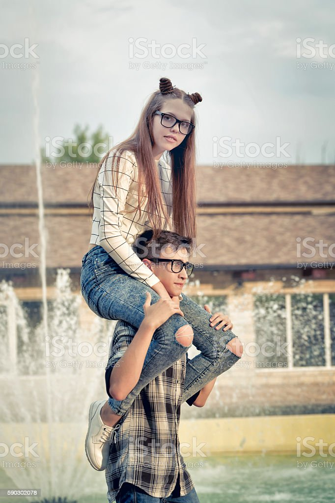 Sweethearts teenagers. royaltyfri bildbanksbilder