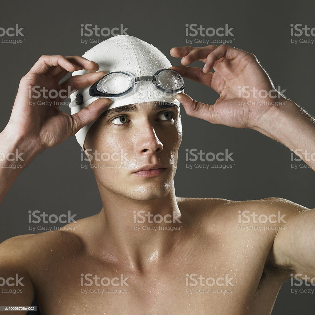 Swimmer looking away, close-up foto de stock libre de derechos