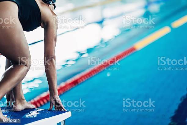 Schwimmer Am Startblock Stockfoto und mehr Bilder von Aktivitäten und Sport