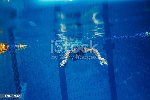 177281231istockphoto Swimmer woman underwater 1178327064