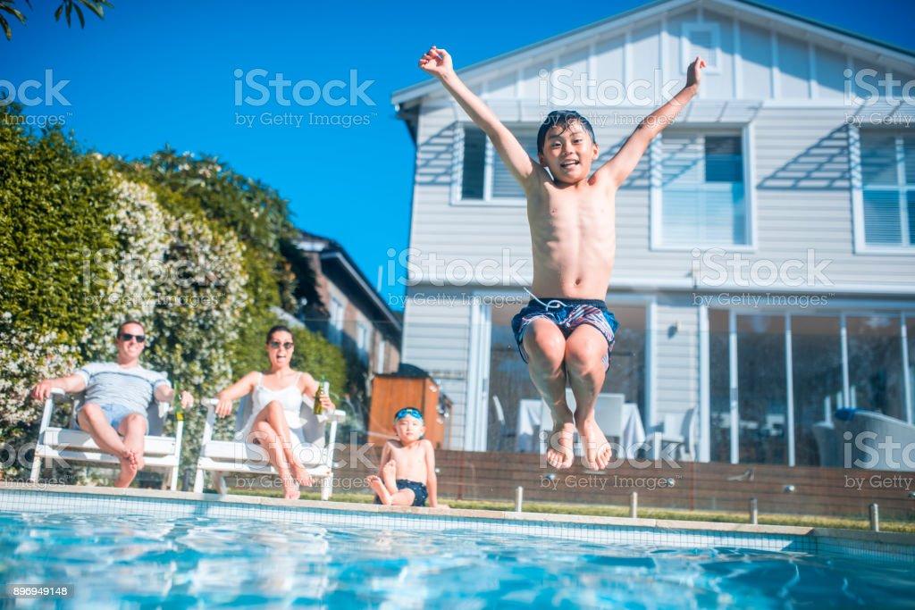 Schwimmen und Spaß haben – Foto
