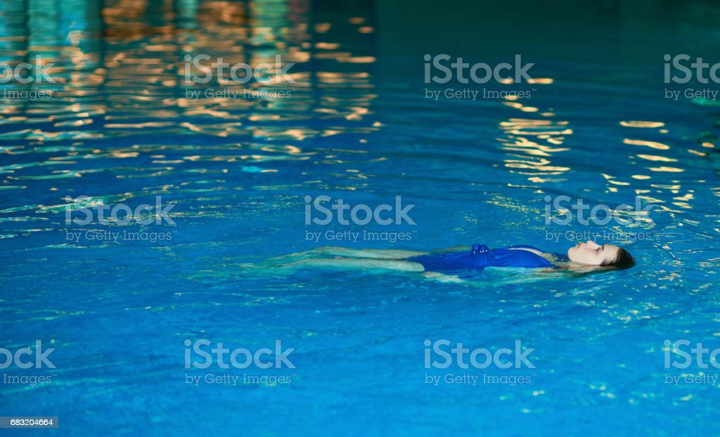 swimming and relaxing foto de stock royalty-free