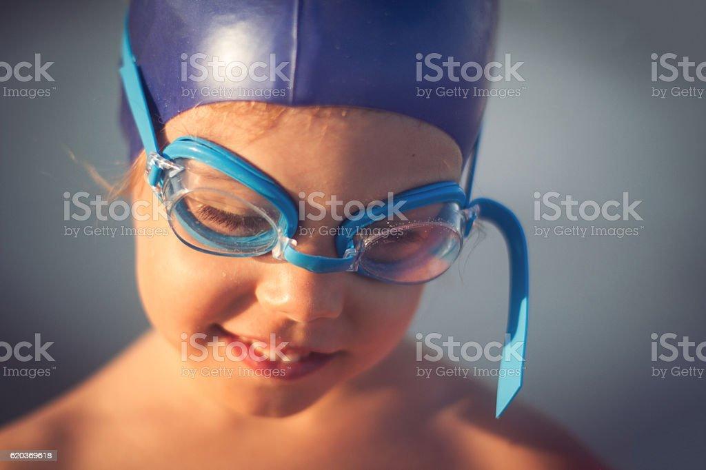 swimming girl portrait with blue glasses zbiór zdjęć royalty-free