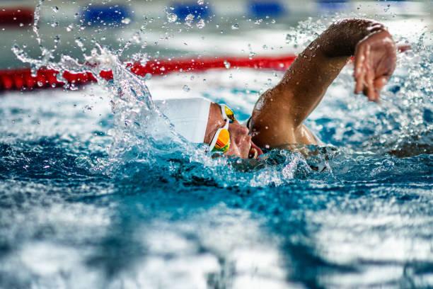 zwemmen - wedstrijdsport stockfoto's en -beelden
