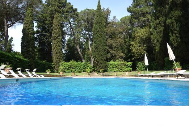 Swimming pool in public park - foto stock
