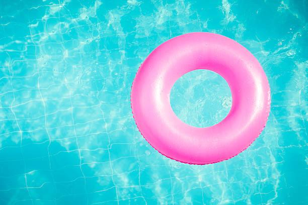 piscina de natação - brinquedos na piscina imagens e fotografias de stock