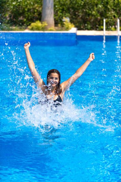 Nackte Frau Gehen Sie Schwimmen - Bilder und Stockfotos
