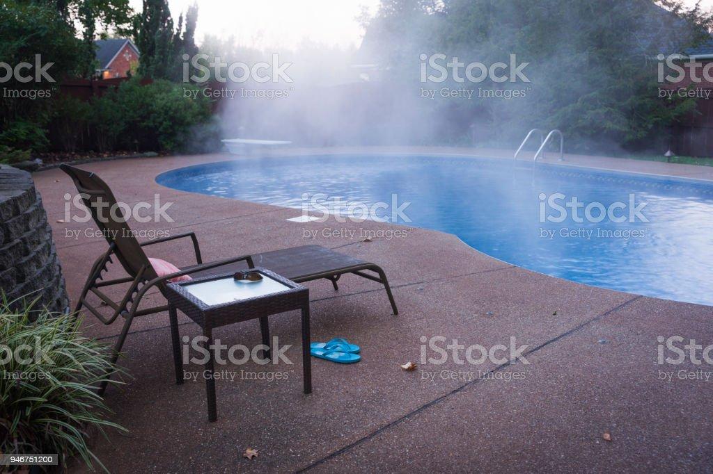 ¡Piscina tan cara al calor! - foto de stock