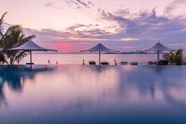pool bei Sonnenaufgang – Foto