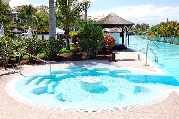 Swimmingpool mit Whirlpool im Luxushotel in Insel Teneriffa, Spanien – Foto