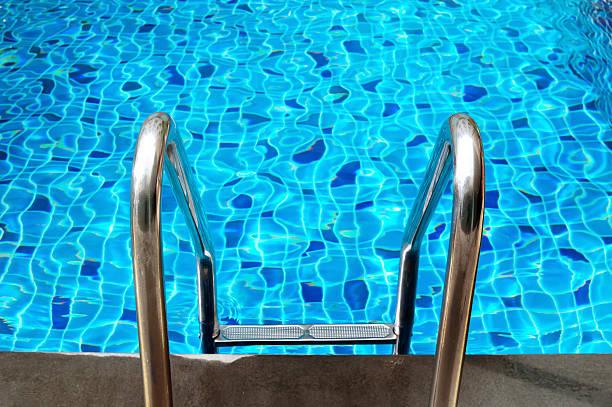 piscina com escada  - comodidades para lazer - fotografias e filmes do acervo