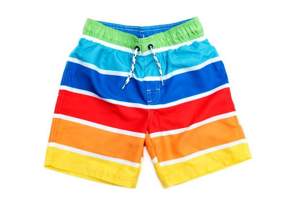 Badeshorts für Jungen in Streifen in verschiedenen Farben. – Foto