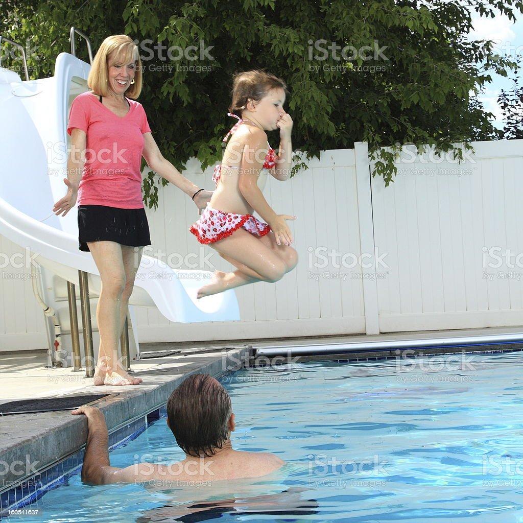 Schwimmen mit Großeltern – Foto
