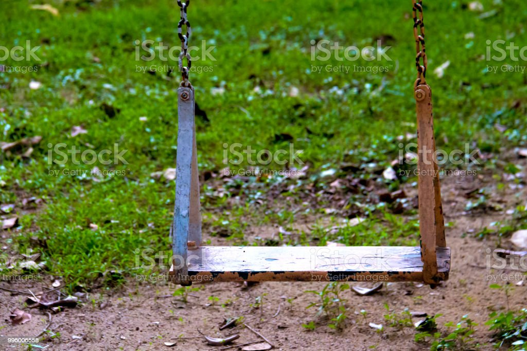 Photo En Doscillation Jardin Dans De Le Chaise Acier Droit Libre jL4R3A5