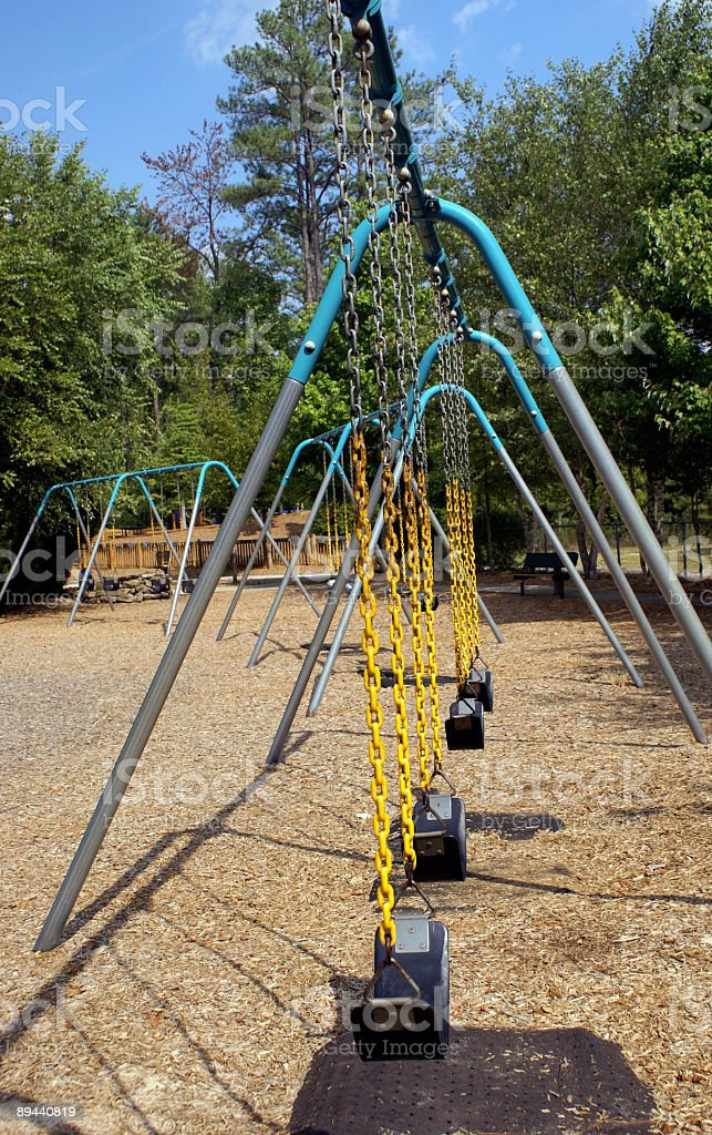 Swingsets nel parco foto stock royalty-free