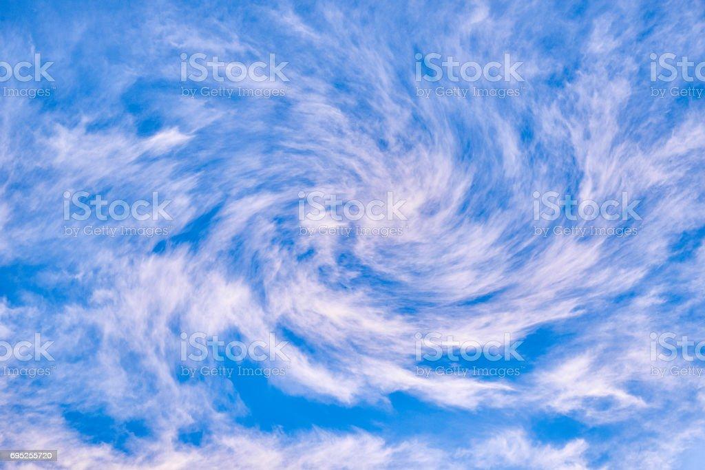 Wirbelnde Wolken – Foto