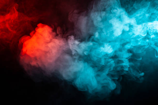 旋轉孤立的有色煙: 藍色, 紅色, 橙色, 粉紅色;在黑暗中的黑色背景上滾動。圖像檔