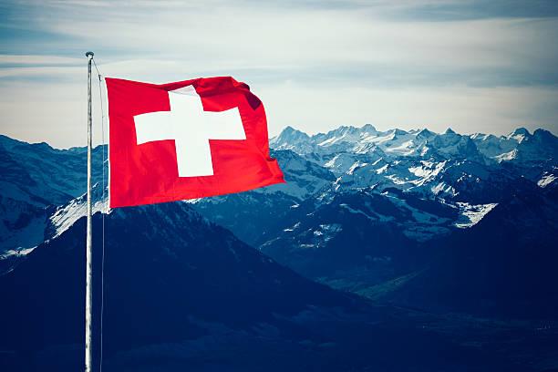 Schweizer Alpen Berge im winter – Foto