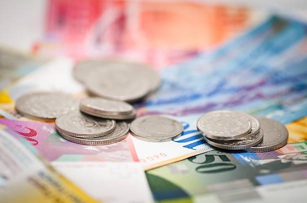 swiss currency coins and notes - franken stockfoto's en -beelden