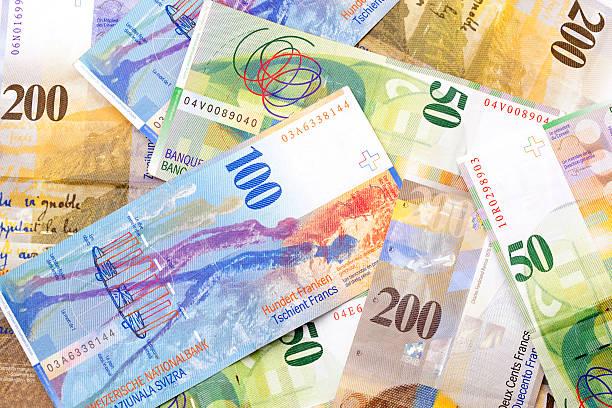 swiss currency - franken stockfoto's en -beelden