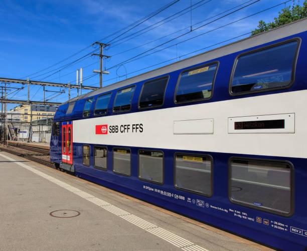 Ein SBB-Zug am Bahnsteig des Bahnhofs Aarau – Foto